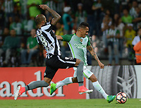 MEDELLÍN -COLOMBIA-13-04-2017. Aldo Leao Ramirez (Der) jugador de Atlético Nacional de Colombia disputa el balón con Bruno Silva (Izq) jugador de Botafogo de Brasil durante partido por la fecha 2, fase de grupos, de la Copa CONMEBOL Libertadores Bridgestone 2017 jugado en el estadio Atanasio Girardot de la ciudad de Medellín. / Aldo Leao Ramirez (R) player of Atletico Nacional of Colombia fights for the ball with Bruno Silva (L) player of Botafogo of Brasil during match for the date 2, group  phase, of the Copa CONMEBOL Libertadores Bridgestone 2017 played at Atanasio Girardot stadium in Medellin city. Photo: VizzorImage/ León Monsalve /Cont