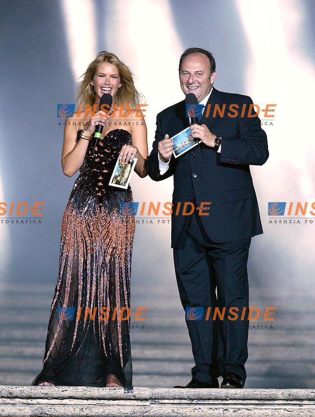 Roma 16 Luglio 2003 <br /> Donna Sotto le Stelle <br /> Gerry Scotti e Valeria Mazza<br /> Foto Andrea Staccioli Insidefoto