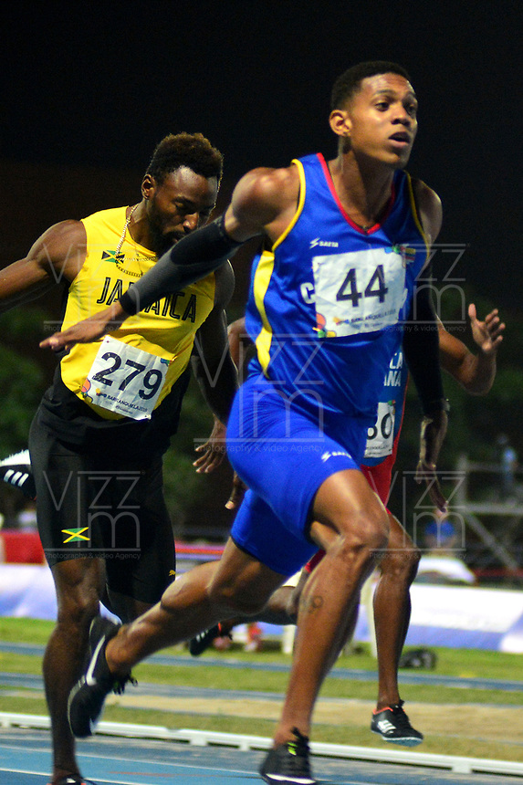 BARRANQUILLA - COLOMBIA, 01-08-2018: Bernardo Baloyes de Colombia, durante su participación en la prueba de 200 Metros Varones, en el Estadio de Atletismo Rafael Cotes, como parte de los Juegos Centroamericanos y del Caribe Barranquilla 2018. / Bernardo Baloyes, from Colombia, during his participation in the 200 Meters Men's test, at the Rafael Cotes Athletics Stadium, as a part of the Central American and Caribbean Sports Games Barranquilla 2018. Photo: VizzorImage / Alfonso Cervantes / Cont.