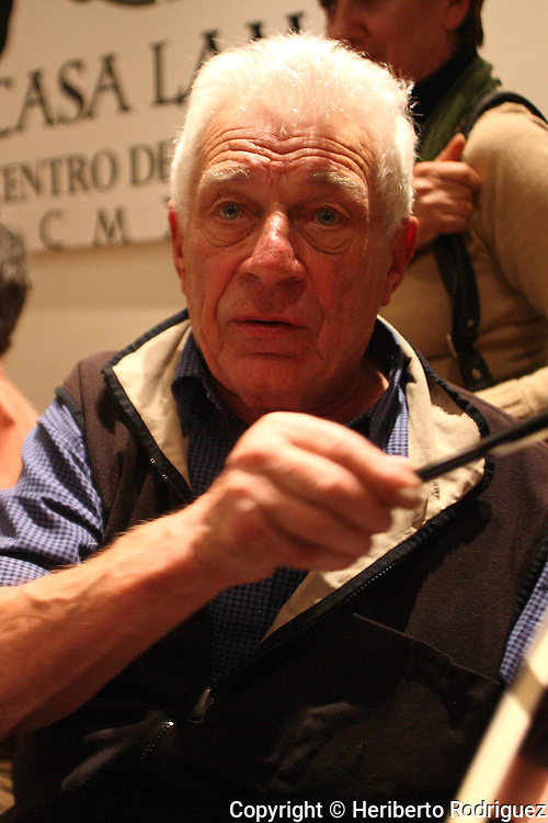 "English poet and writer John Berger gestures after attending the presentation of his book ""Con la esperanza entre los dientes"" in Mexico City, December 19, 2007. Berger claimed to increase the solidarity and the support to the zapatistas in Chiapas due to the paramilitary attacks to pro-zapatista villagers . Photo by Heriberto Rodriguez"