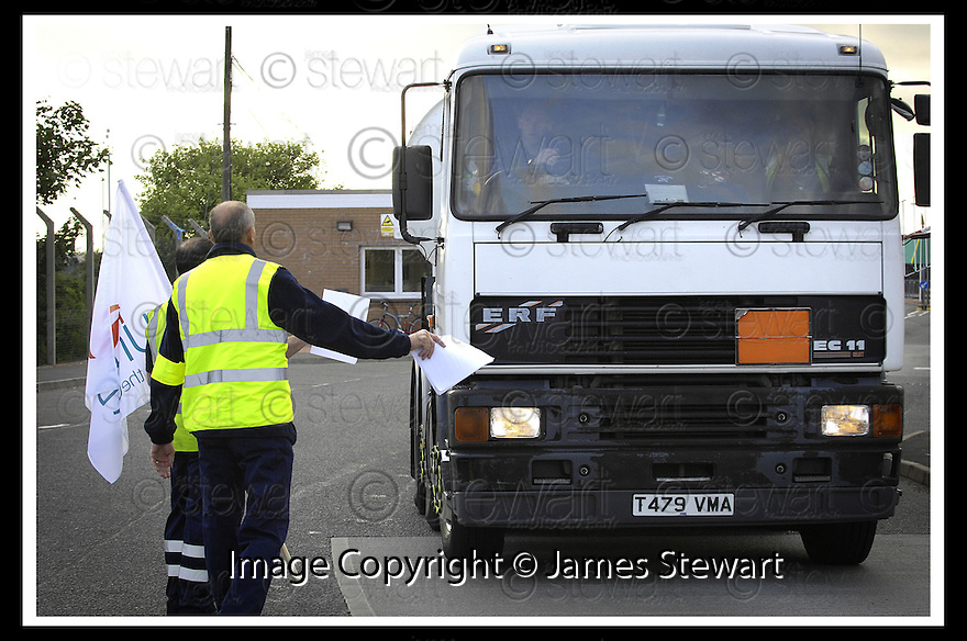 13/06/2008   Copyright Pic: James Stewart.File Name : sct_05_grangemouth.A TANKER FAILS TO STOP AS IT PASTS THE STRIKING SHELL DRIVERS AT GRANGEMOUTH.James Stewart Photo Agency 19 Carronlea Drive, Falkirk. FK2 8DN      Vat Reg No. 607 6932 25.Studio      : +44 (0)1324 611191 .Mobile      : +44 (0)7721 416997.E-mail  :  jim@jspa.co.uk.If you require further information then contact Jim Stewart on any of the numbers above........