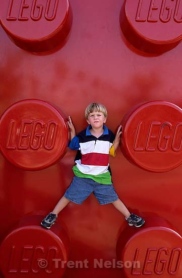 Nathaniel Nelson at the Lego Store. 10/08/2001, 4:53:36 PM<br />