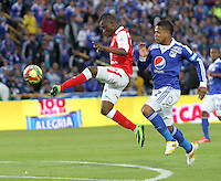 BOGOTA -COLOMBIA- 15 -09-2013.Román Torres ( Der) de Los Millonarios disputa el balón contra Jefferson Cuero(Izq) del Independiente Santa Fe, acción de Juego Correspondiente al partido  de Los  Millonarios contra el  Independiente  Santa Fe , juego de la novena fecha de La Liga Postobon segundo semestre jugado en el estadio Nemesio Camacho El Campin /Roman Torres (Der) of The Millionaires disputes the ball against Jefferson Cuero (Left) of the Independent Santa Fe, action of Game Corresponding to the party of The Millionaires against the Independent Santa Fe departed from the ninth date of The League Postobon the second semester played in the stadium Nemesio Camacho The Campin .Photo: VizzorImage / Felipe Caicedo / Staff