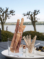 Snacks, Hotel Riva, Seestr. 25, Konstanz, Baden-W&uuml;rttemberg, Deutschland, Europa<br /> Snacks in the garden of Hotel Riva, Seestr. 25, Constance, Baden-W&uuml;rttemberg, Germany, Europe