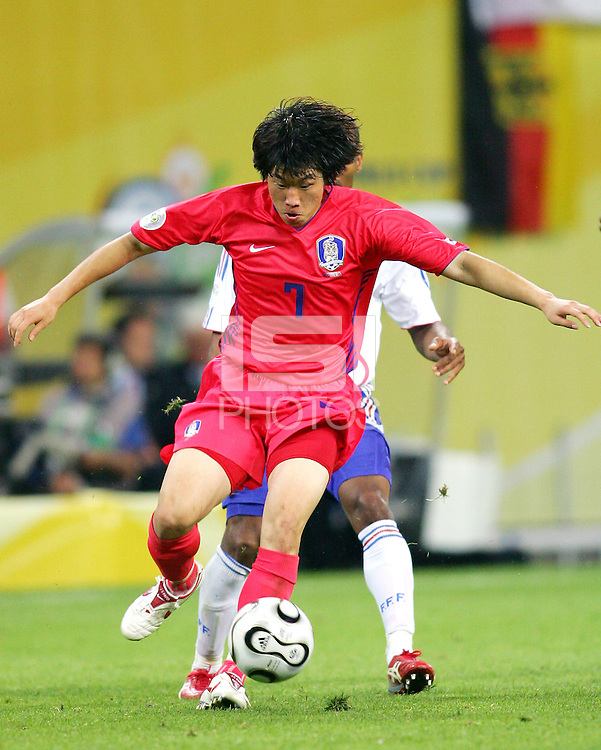 Ji Song Park (7) of the Korea Republic scored the tying goalThe Korea Republic and France played to a 1-1 tie in their FIFA World Cup Group G match at the Zentralstadion, Leipzig, Germany, June 18, 2006.