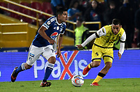 BOGOTA - COLOMBIA - 22 – 03 - 2018: David Mackalister Silva (Izq.) jugador de Millonarios disputa el balón con Freddy Florez (Der.) jugador de Alianza Petrolera, durante partido aplazado de la fecha 8 entre Millonarios y Alianza Petrolera, por la Liga Aguila I 2018, jugado en el estadio Nemesio Camacho El Campin de la ciudad de Bogota. / David Mackalister Silva (L) player of Millonarios vies for the ball with Freddy Florez (R) player of Alianza Petrolera, during a posponed match of the 8th date between Millonarios and Alianza Petrolera, for the Liga Aguila I 2018 played at the Nemesio Camacho El Campin Stadium in Bogota city, Photo: VizzorImage / Luis Ramirez / Staff.