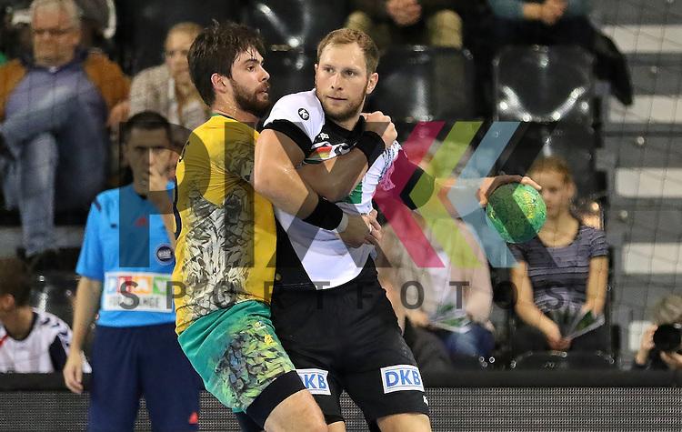 Flensburg, 06.11.15, Sport, Handball Supercup 2015, Deutschland-Brasilien : Oswaldo Guimares (Brasilien, #28), Steffen Weinhold (Deutschland, #17)<br /> <br /> Foto &copy; PIX-Sportfotos *** Foto ist honorarpflichtig! *** Auf Anfrage in hoeherer Qualitaet/Aufloesung. Belegexemplar erbeten. Veroeffentlichung ausschliesslich fuer journalistisch-publizistische Zwecke. For editorial use only.