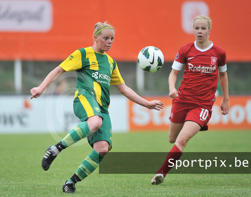 KNVB Beker Finale : ADO Den Haag - FC Twente : Sylvia Nooij aan de bal voor Maayke Heuver (r)<br /> foto DAVID CATRY / Nikonpro.be