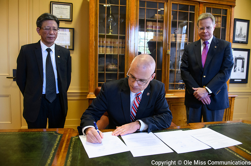 NUCE Memorandum of Understanding signing. Photo by Thomas Graning/Ole Miss Communications