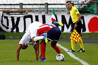 MANIZALES-COLOMBIA, 02-03-2019: Lewis Ochoa de Once Caldas, disputa el balón con Deivy Balanta de Atlético Junior, durante partido de la fecha 8 entre Once Caldas y Atlético Junior, por la Liga de Aguila I 2019 en el estadio Palogrande en la ciudad de Manizales. / Lewis Ochoa of Once Caldas, figths the ball with Deivy Balanta of Atletico Junior, during a match of the 8th date between Once Caldas and Atletico Junior, for the Liga de Aguila I 2019 at the Palogrande stadium in Manizales city. Photo: VizzorImage  / Santiago Osorio / Cont.