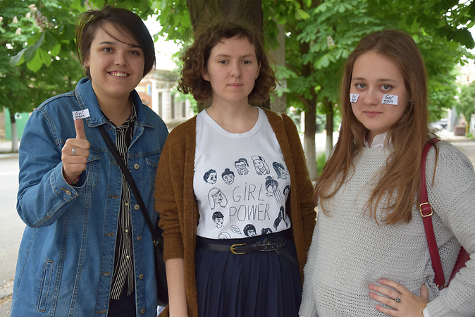 Die Frauenrechtsaktivistinnen von links: Victoria Kosheleva (22), Vira Protskih (21) und  Stasja Riabtseva (21).