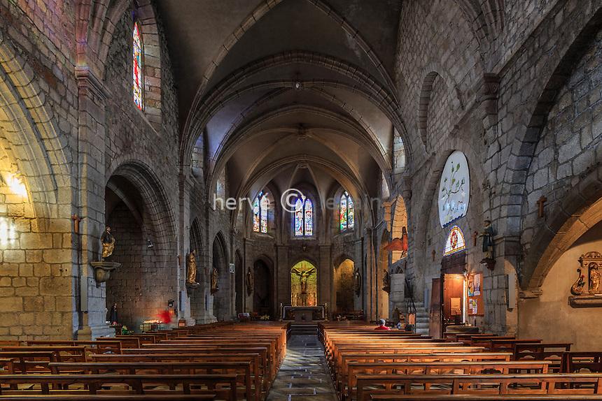 France, Haute-Loire (43), Saugues, la collégiale Saint-Médard, la nef // France, Haute Loire, Saugues, Saint Medard church, the nave