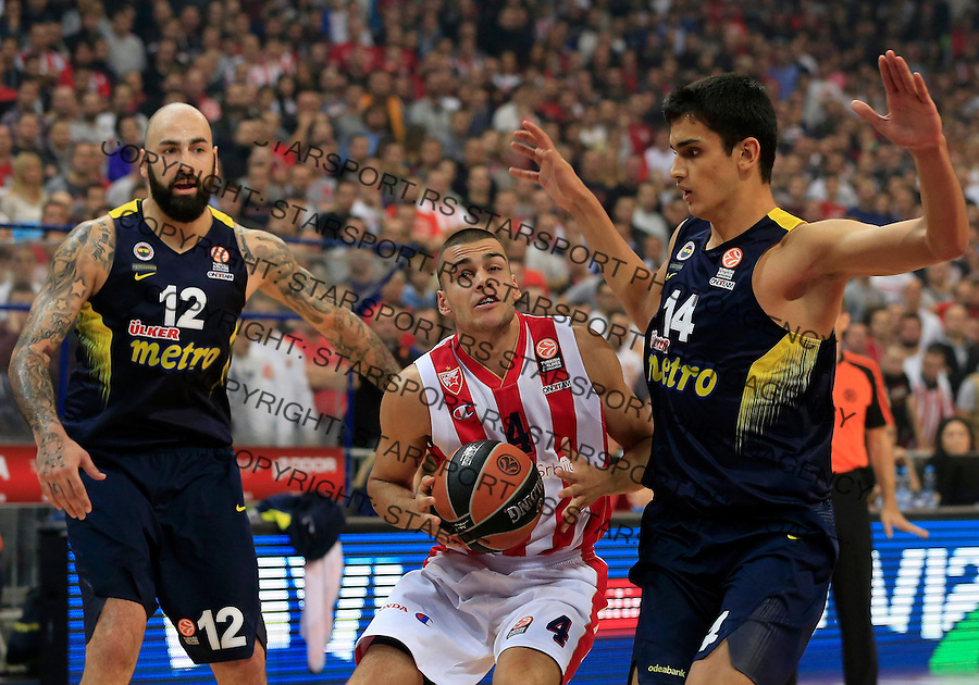 Kosarka Euroleague season 2015-2016<br /> Euroleague <br /> Crvena Zvezda v Fenebahce Istanbul<br /> Nikola Rebic (C) Pero Antic and Omer Yurtseven (R)<br /> Beograd, 06.11.2015.<br /> foto: Srdjan Stevanovic/Starsportphoto &copy;
