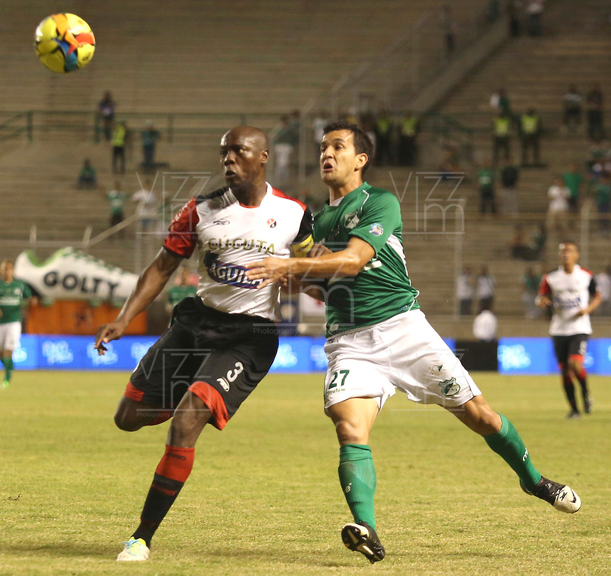 ESTADIO MONUMENTAL DE PALMASECA  -COLOMBIA- 16-08-2013.Nestor Camacho  jugador del Deportivo Cali disputa el balon con Walter Moreno  del Cucuta  Deportivo , partido correspondiente a la cuarta fecha de La  Liga Postobon segundo semestre disputado en el estadio  Monumental de Palmaseca / Nestor Camacho Deportivo Cali player fights for the ball with Walter Moreno of Deportivo Cucuta, game in the fourth round of the second half League Europa League match at the Monumental stadium Palmaseca<br />  . Photo: VizzorImage /Juan Carlos Quintero  / Stringer