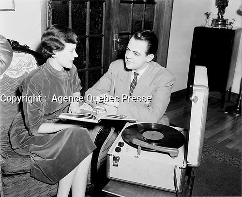 le chanteur d'opera Pierre Boutet<br /> ,5  Aout 1958, Quebec.<br /> <br /> PHOTO :  Agence Quebec Presse