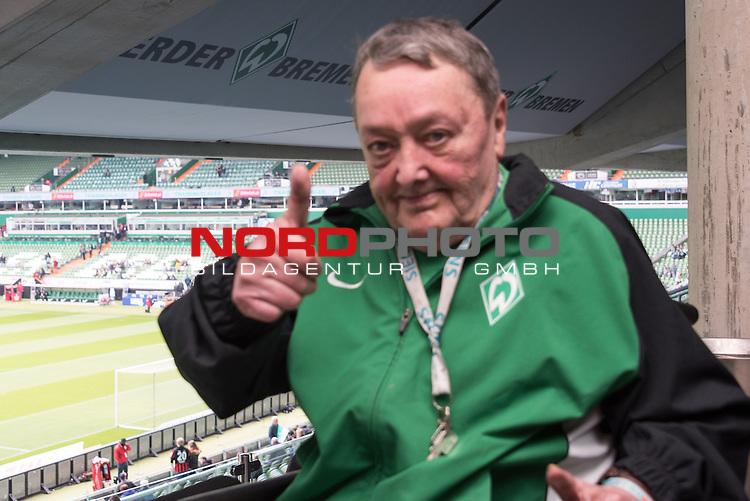 02.05.2015, Weser Stadion, Bremen, GER, 1.FBL. Werder Bremen vs Eintracht Frankfurt, im Bild<br /> <br /> <br /> <br /> Meistermannschaft von 1965 feiert ihr 50 j&auml;hriges <br /> <br /> Klaus H&auml;mel<br /> <br /> Foto &copy; nordphoto / Kokenge