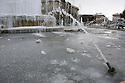 Frozen fountain at piazza Castello in Milan, February 5, 2012. Italy is hit by an atmospheric disturbance of Siberian origin. © Carlo Cerchioli..Fontana ghiacciata in piazza Castello a Milano, 5 febbraio 2012. L'Italia è colpita da una perturbazione atmosferica di origine siberiana.