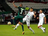 MANIZALES - COLOMBIA -17-10-2016: Dany Cure (Der.) jugador de Once Caldas, disputa el balón con Elvis Mosquera (Izq.) jugador de Rionegro Aguilas, durante partido Once Caldas y La Equidad, por la fecha 16 de la Liga de Aguila II 2016 en el estadio Palogrande en la ciudad de Manizales. / Dany Cure (R) player of Once Caldas, figths the ball with con Elvis Mosquera (L) player of La Equidad, during a match Once Caldas and La Equidad, for date 16 of the Liga de Aguila II 2016 at the Palogrande stadium in Manizales city. Photo: VizzorImage  / Santiago Osorio / Cont.