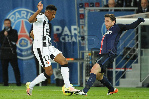 29.04.2016. Paris, France. French league 1 football. Paris St German versus Rennes.  MAXWELL (psg) challenges STEVEN MOREIRA (ren)