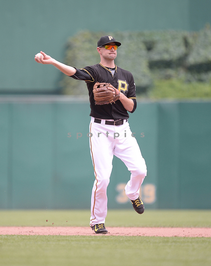 Pittsburgh Pirates Jordy Mercer (10) during a game against the Los Angeles Dodgers on June 27, 2016 at PNC Park in Pittsburgh, PA. The Dodgers beat the Pirates 4-3.