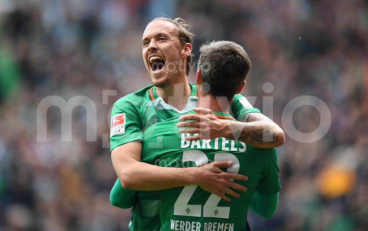 FUSSBALL     1. BUNDESLIGA      31. SPIELTAG    SAISON 2016/2017  SV Werder Bremen - Hertha BSC Berlin                          29.04.2017 Max Kruse (li) und Fin Bartels (re, beide SV Werder Bremen) bejubeln den Treffer zum 2:0