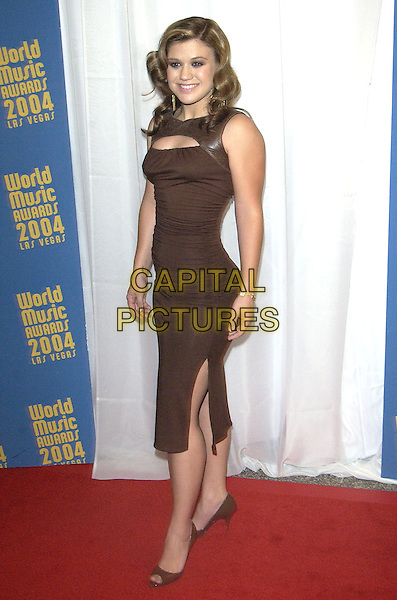 KELLY CLARKSON.The World Music Awards (WMA's), Las Vegas, Nevada, USA, September 15th 2004..full length brown dress side split peep toe shoes.Ref: PL.www.capitalpictures.com.sales@capitalpictures.com.©Capital Pictures.