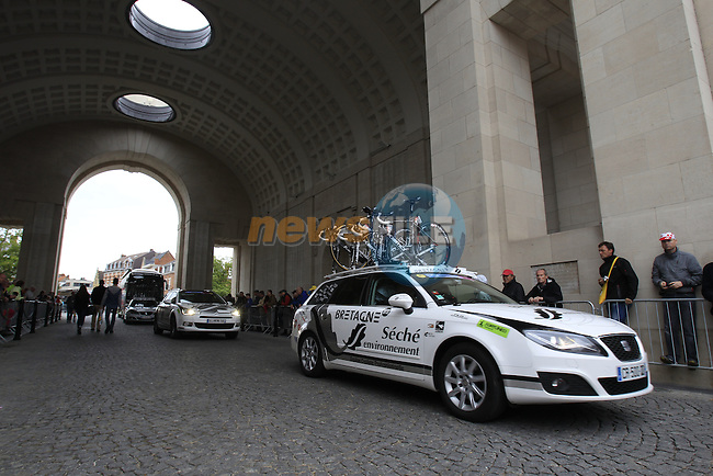 Bretagne-Seche team arrive in Ypres through the Menin Gate for the start of the cobbled stage Stage 5 of the 2014 Tour de France running 155.5km from Ypres to Arenberg. 9th July 2014.<br /> Picture: Eoin Clarke www.newsfile.ie
