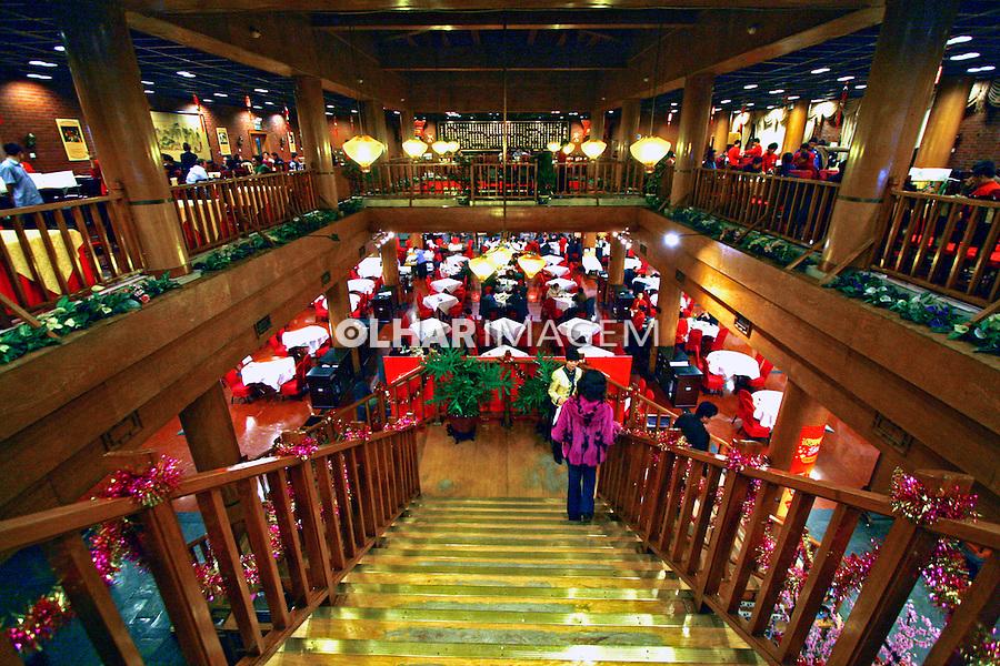 Vista interna de restaurante na cidade de Pequim. China. 2007. Foto de Flávio Bacellar.