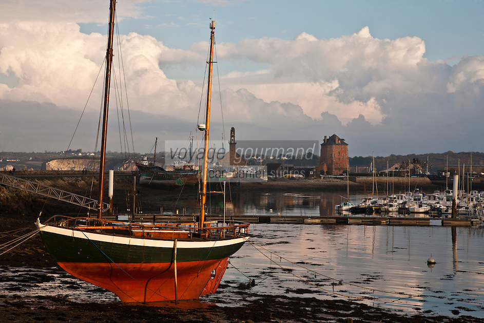 Europe/France/Bretagne/29/Finistère/Camaret: Le port et la La tour Vauban, initialement nommée tour de Camaret