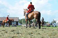 ALGEMEEN: NIJ BEETS: 31-08-2013, Stoppeldei Nij Beets, Demonstratie Slipjacht Vereniging De Veluwe Hunt, ©foto Martin de Jong