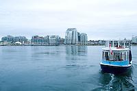 Olympiastadt Vancouver 2010.Das Wassertaxi fährt in Richtung Olympisches Dorf, wo alle Athleten untergebracht sind.