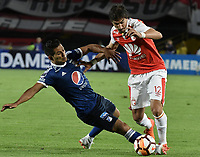 BOGOTÁ - COLOMBIA, 18-09-2018: Jose Sanchez (Der) jugador de Independiente Santa Fe disputa el balón con David Macalister Silva (Izq) jugador de Millonarios durante partido de ida por los octavos de final de la Copa CONMEBOL Sudamericana 2018 jugado en el estadio Nemesio Camacho El Campín de la ciudad de Bogotá. / Jose Sanchez (R) player of Independiente Santa Fe vies for the ball with David Macalister Silva (L) player of Millonarios during first leg match for the eight finals of CONMEBOL Sudamericana 2018 cup played at Nemesio Camacho El Campin stadium in Bogotá city.  Photo: VizzorImage / Gabriel Aponte / Staff