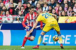 Fernando Torres (L) of Atletico de Madrid fights for the ball with Alejandro Galvez Jimena of UD Las Palmas during the La Liga 2017-18 match between Atletico de Madrid and UD Las Palmas at Wanda Metropolitano on January 28 2018 in Madrid, Spain. Photo by Diego Souto / Power Sport Images