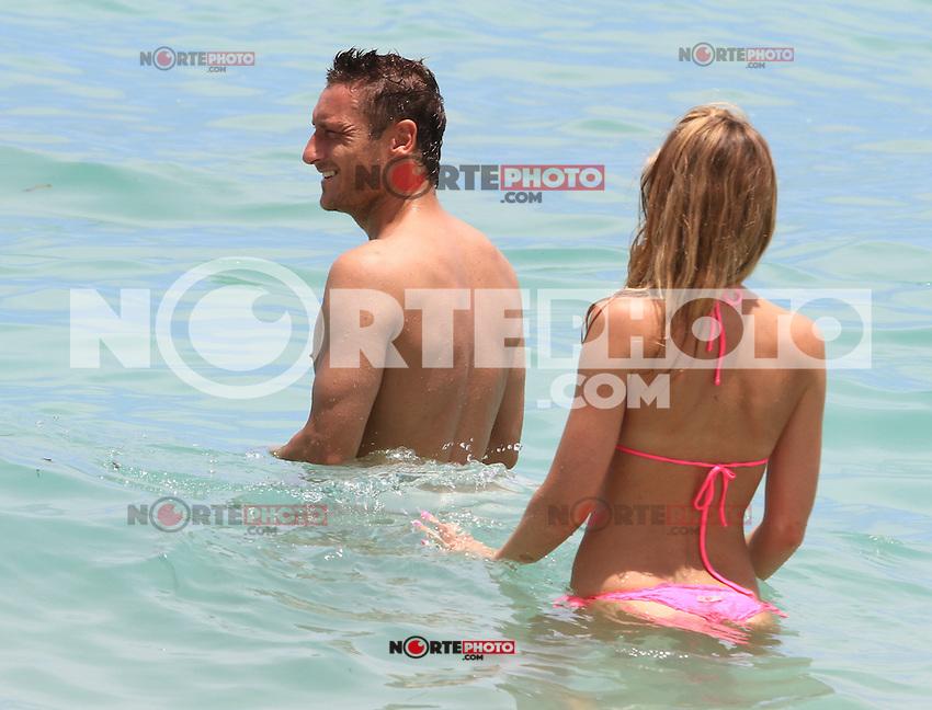 MRPIXX - 09JUNE12.MIAMI BEACH, FLORIDA.Soccer star FRANCESCO TOTTI and wife ILARY BLASI enjoy beaches in Miami.NON EXCLUSIVE BY MRPIXX .