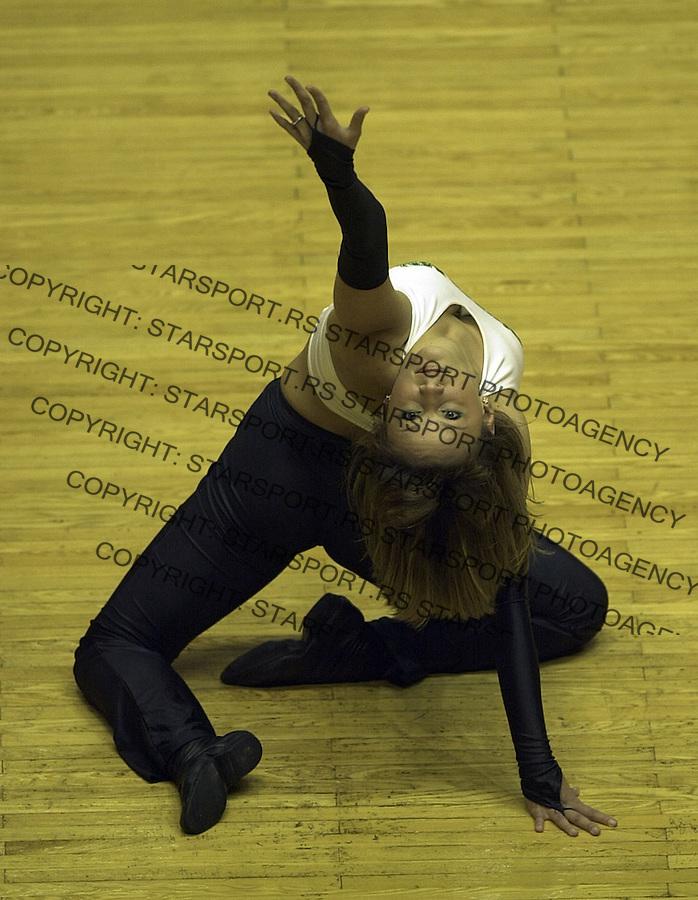 SPORT KOSARKA PARTIZAN ZADAR  cheerleaders navijac 22.10.2004. foto: Pedja Milosavljevic