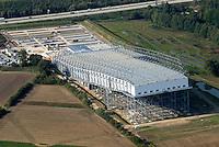 4415 / Snowdome: EUROPA, DEUTSCHLAND, NIEDERSACHSEN, (EUROPE, GERMANY), 09.10.2005: Snowdome in Bispingen in der Lueneburger Heide, Ski, Sporthalle, Piste, Skipiste, Halle, Verkehrsanschluss