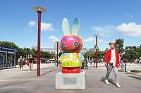 Nederland Amsterdam 2015 07 30. In 2015 wordt Nijntje 60 jaar. Een van de evenementen die georganiseerd worden in samenwerking met Unicef, is de Nijntje Art Parade. Nijntjes op het Museumplein