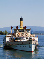 Deutschland, Bayern, Oberbayern, Chiemgau, Prien: Chiemsee-Schifffahrt, Raddampfer Ludwig Fessler auf dem Chiemsee | Germany, Upper Bavaria, Chiemgau, Prien: Paddle-Steamer Ludwig Fessler at Chiem Lake