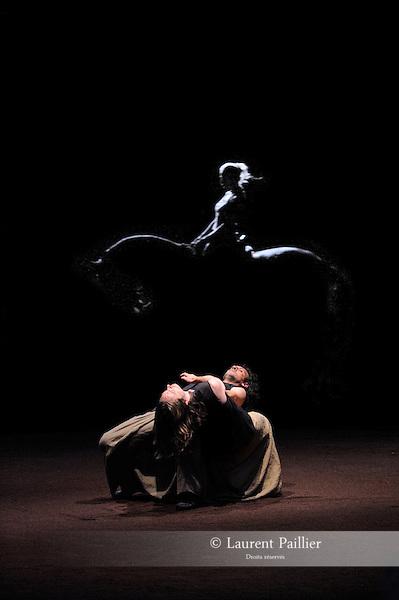 We were horses<br /> Chorégraphie : Carolyn Carlson, Bartabas<br /> Juha Marsalo et Carmelo Scarcella<br /> Ecuyers de l'Académie du spectacle équestre de Versailles<br /> Friche industrielle Plastic Omnium, Bruay-la-Buissière – 2011