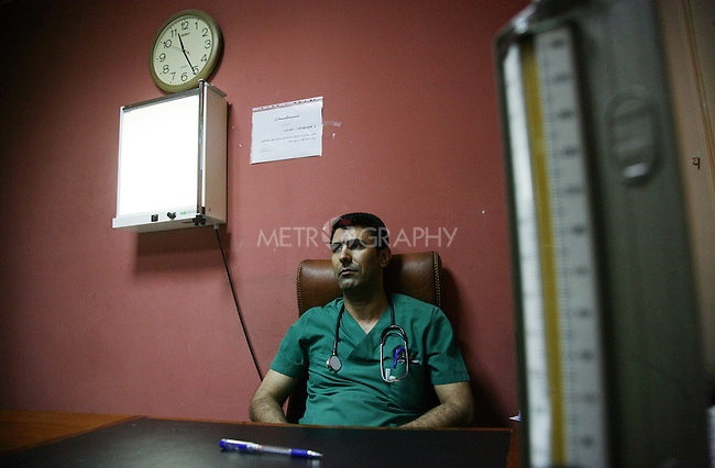 Dr. Omed Ali Hama Salih (32) has been married to Soma Hussain (28), a lawyer, for 5 years. They have a six month old son, Baran.  Omed works a 5 hour shift every day and  does a double shift three times a week.