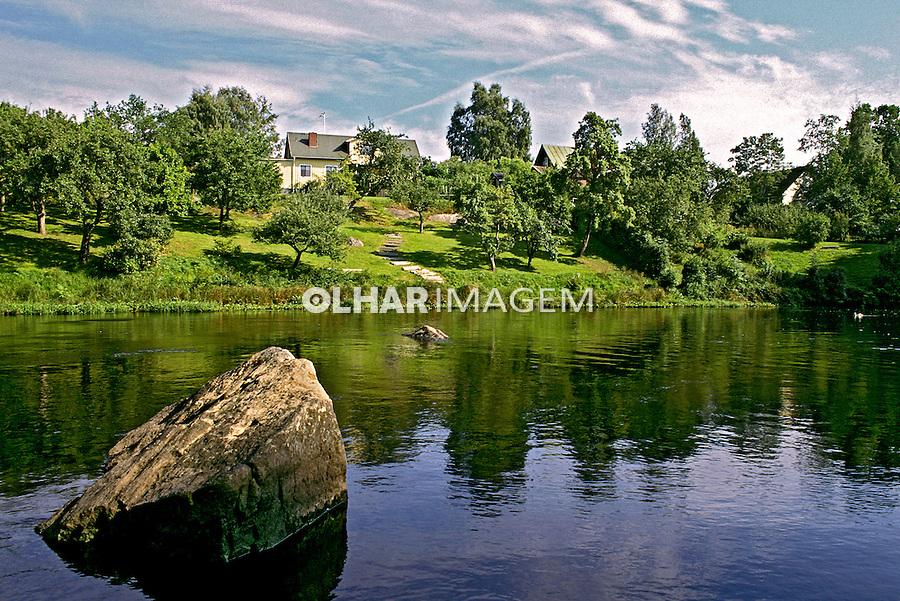 Casa na margem de rio  em Karlshamn, Suécia. 1996. Foto de Adriano Gambarini.