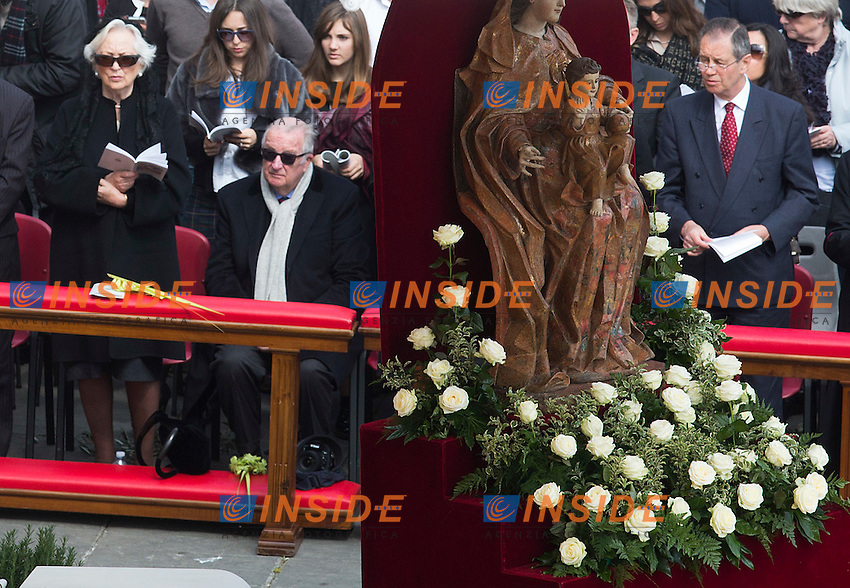 Re Alberto II del Belgio con sua moglie Paola Ruffo di Calabria <br /> King Albert II of Belgium and his wife Paola Ruffo di Calabria <br /> Roma 20-03-2016 Vaticano Piazza San Pietro. Santa Messa per la domenica delle Palme. St Peter's Square. Holy Mass for Sunday of Palms.<br /> Photo Samantha Zucchi Insidefoto