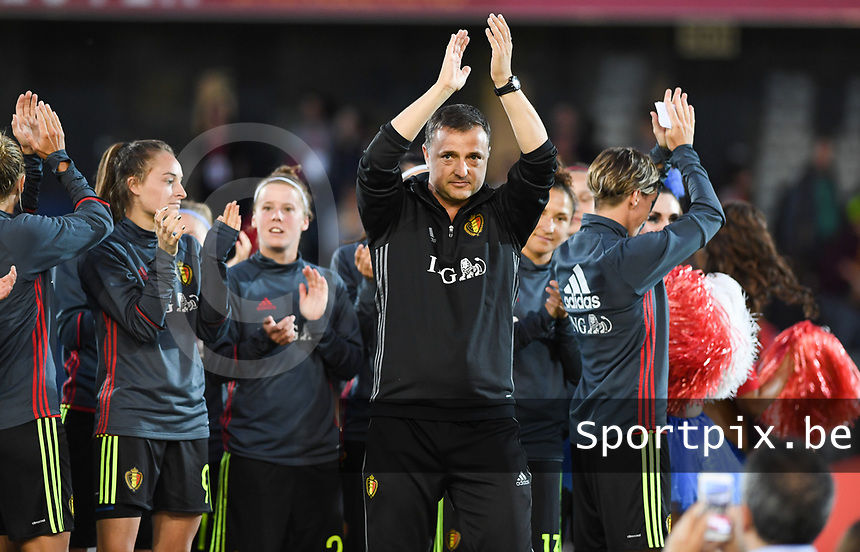 20170613 - LEUVEN ,  BELGIUM : Belgian head coach Ives Serneels pictured thanking the fans after the friendly female soccer game between the Belgian Red Flames and JAPAN , a friendly game in the preparation for the European Championship in The Netherlands 2017  , Tuesday 13 th June 2017 at Stadion Den Dreef  in Leuven , Belgium. PHOTO SPORTPIX.BE | DAVID CATRY