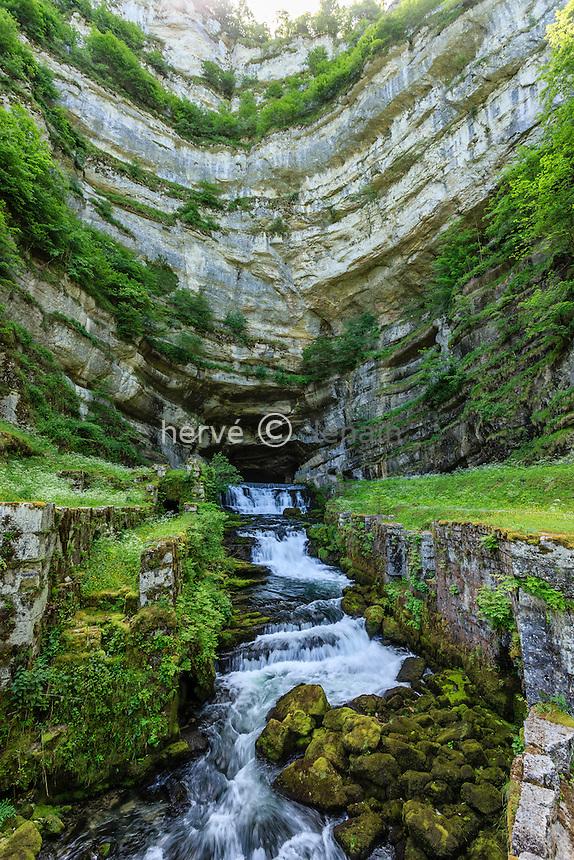 France, Doubs (25), Ouhans, la source de la Loue // France, Doubs, Ouhans, source of the Loue