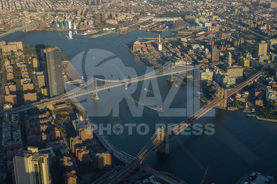 NOVA YORK, EUA, 17.09.2018 - CIDADE-NOVA YORK - Vista aerea Manhattan Bridge e Brooklyn Bridge na cidade de Nova York nos Estados Unidos (Foto: Vanessa Carvalho/Brazil Photo Press)