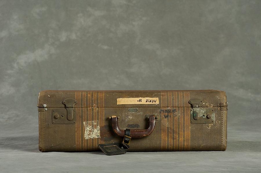 Willard Suitcases / Marie W / ©2014 Jon Crispin