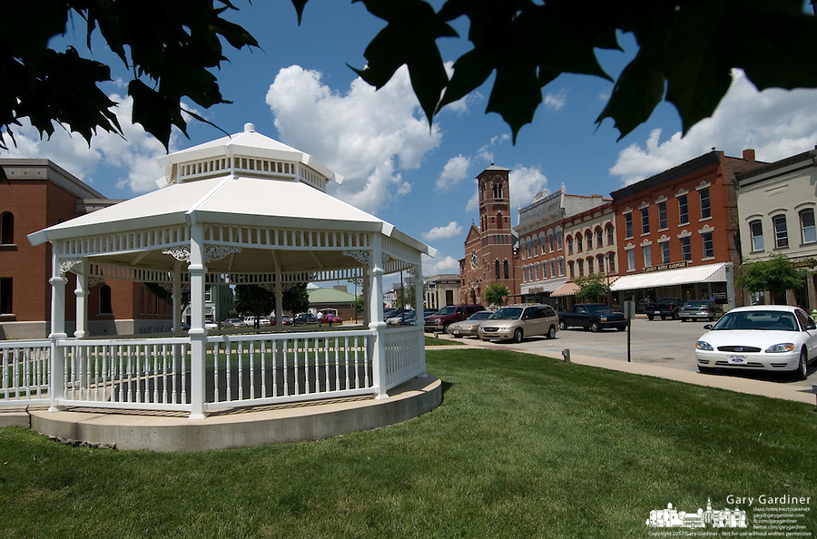 A gazebo sits on the Decatur County Courthouse lawn in Greensburg, Indiana, Wednesday, June 28, 2006. Honda Motor Co., boosting capacity to extend a 12-year streak of rising U.S. sales, chose Indiana for its sixth North American assembly plant. The $550 million Greensburg facility will employ at least 2,000 people when it opens in 2008, Honda said today at a news conference in the Indiana town.<br />