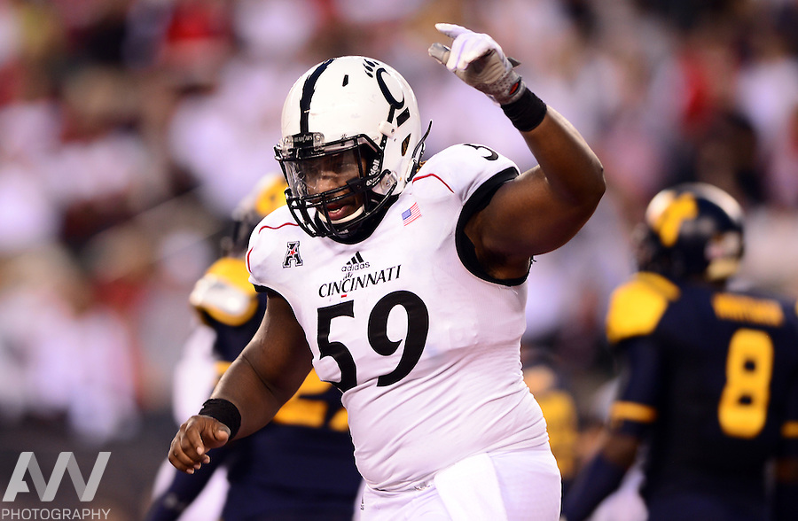 Sep 12, 2014; Cincinnati, OH, USA;  Cincinnati Bearcats offensive linesman Deyshawn Bond (59) against the Toledo Rockets at Paul Brown Stadium. Mandatory Credit: Andrew Weber-USA TODAY Sports
