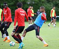 Kevin-Prince Boateng (Eintracht Frankfurt) spielt einen Pass - 01.05.2018: Eintracht Frankfurt Training, Commerzbank Arena