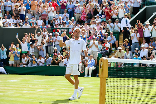 Roberto Bautista Agut (ESP), JULY 7, 2017 - Tennis : Roberto Bautista Agut of Spain celebrates after winning the Men's singles third round match of the Wimbledon Lawn Tennis Championships against Kei Nishikori of Japan at the All England Lawn Tennis and Croquet Club in London, England. (Photo by AFLO)